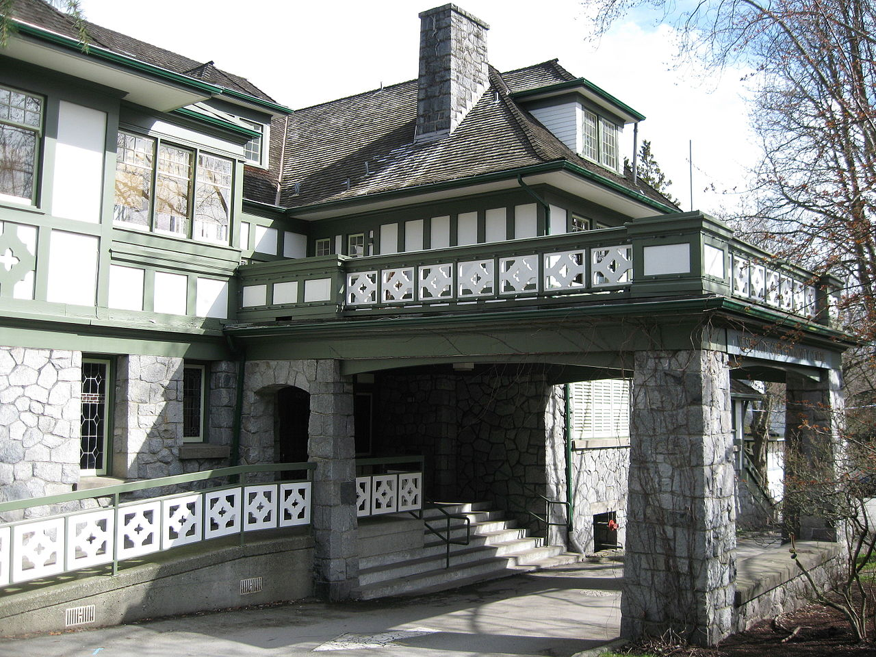 Rear House 1910 By Samuel Maclure Vancouver Image Chris10chan Via Wikimedia Commons With A Style Founded In The Arts And Crafts Movements
