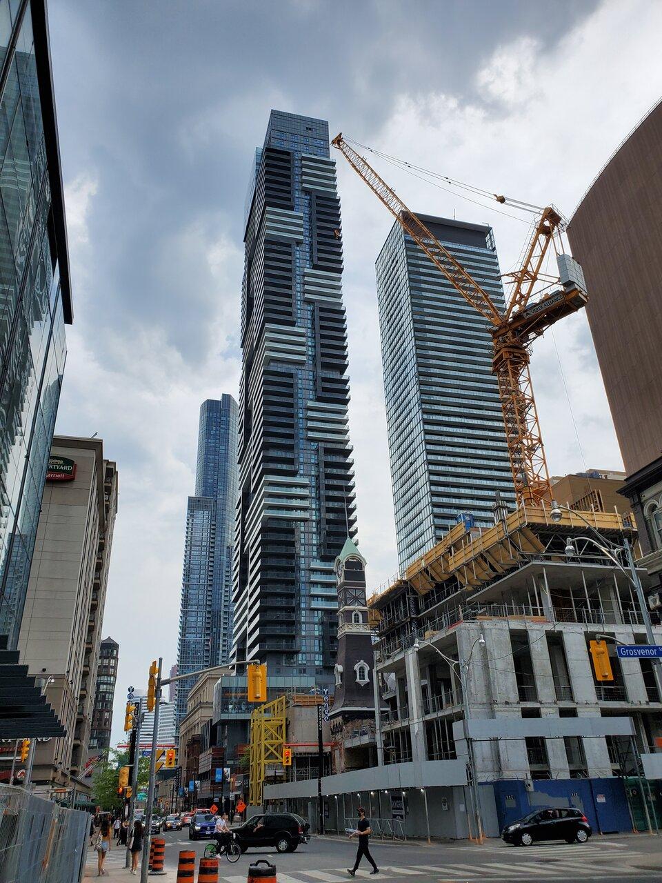 Halo Residences on Yonge, Quadreal Property Group, architects—Alliance, Toronto